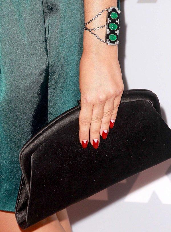Sarah Hyland showing off herSwarovski clutch and Lorraine Schwartz emerald jewels