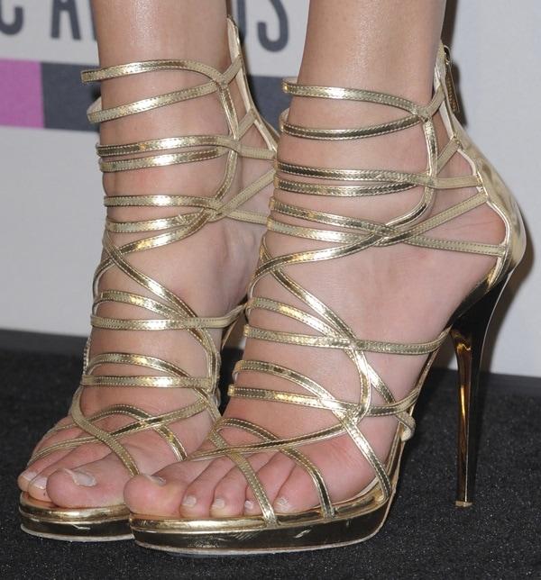 """Taylor Swift wearing Jimmy Choo """"Madison"""" heels"""