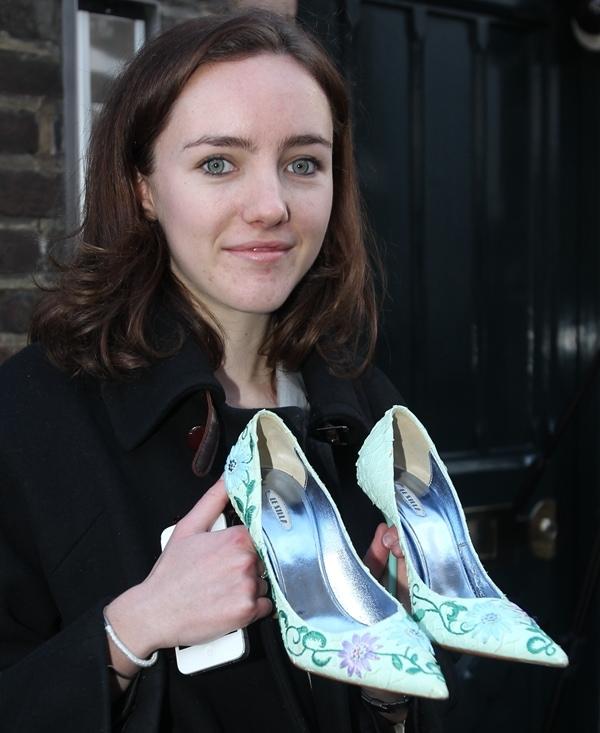 Victoria Beckham's shoes are shoe size 7 (US) / 37.5 (EU)