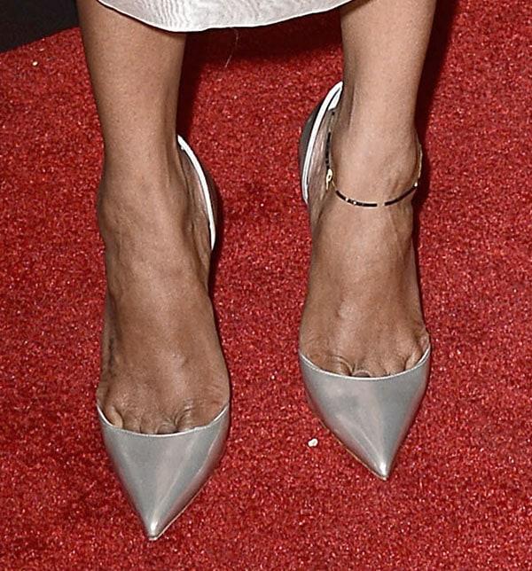 Zoe Saldana wearing classic d'Orsay pumps
