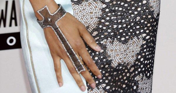Zoe Saldana shows off her cross-shaped hand jewelry by Loree Rodkin