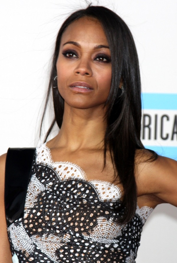 Zoe Saldana wears her brown hair down and straight at the AMAs