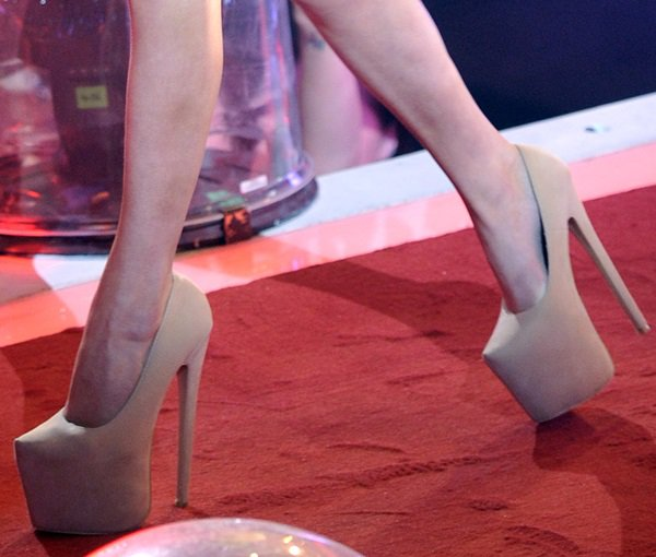 Courtney wears the same style of pumps in nude color