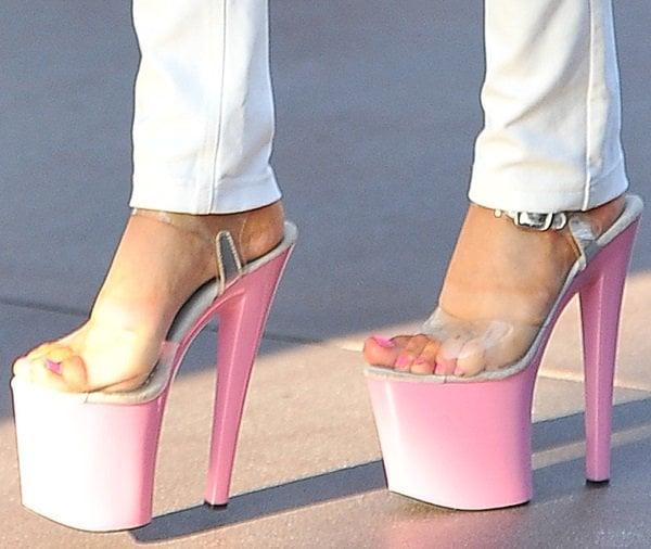 Courtney wears stripper heels with pink platforms