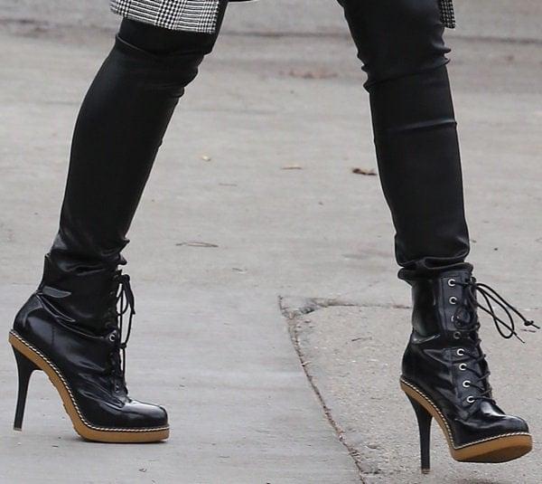 Gwen Stefani's feet in L.A.M.B. boots