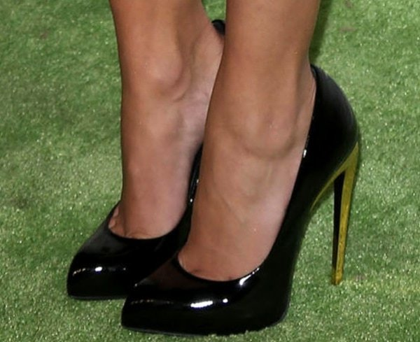 Hayden Panettiere shows off her feet in black patent leather shoes