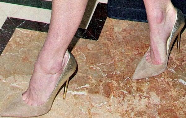 Hilary Rhoda's painful feet in Jimmy Choo pumps