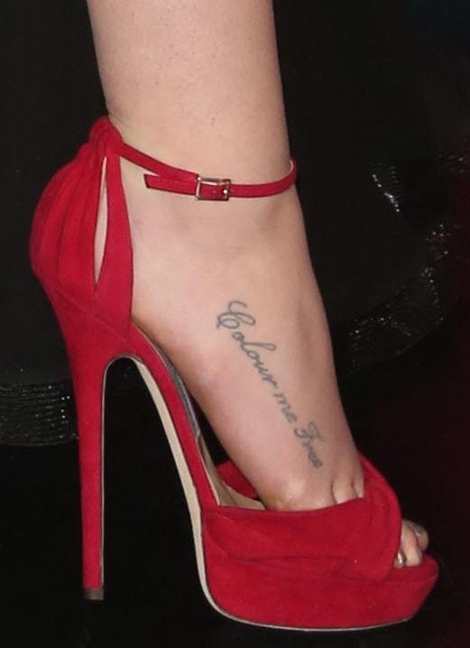 Iggy Azalea's sexy feet in red platform sandals