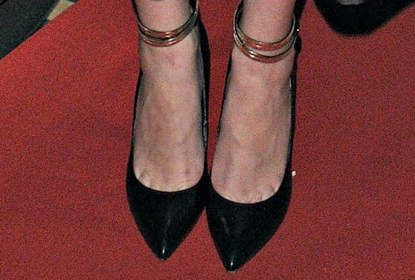 Jena Malone's toe cleavage in black pumps