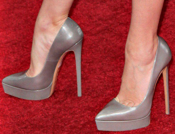Jena Maloneshows off her hot feet in Casadei shoes
