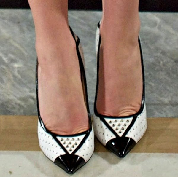 "Jennifer Lawrence in studded ""Daiquiri"" pumps from Jimmy Choo"