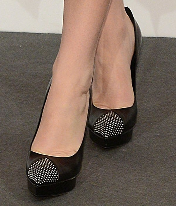"Jennifer Lawrence showing off her feet in studded Saint Laurent ""Janis"" pumps"