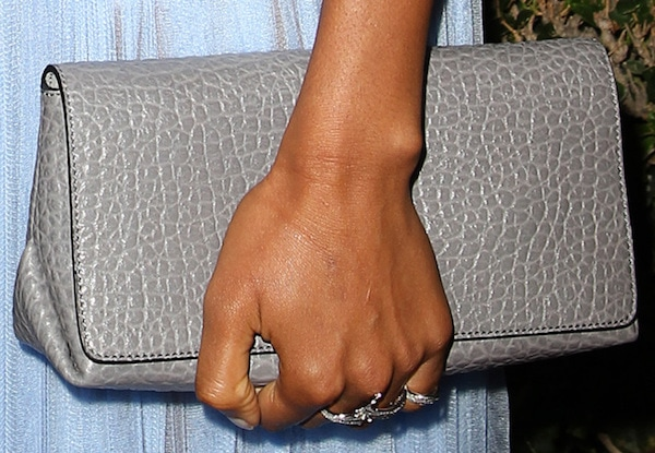 Naomie Harris carried a grained leather clutch from Burberry