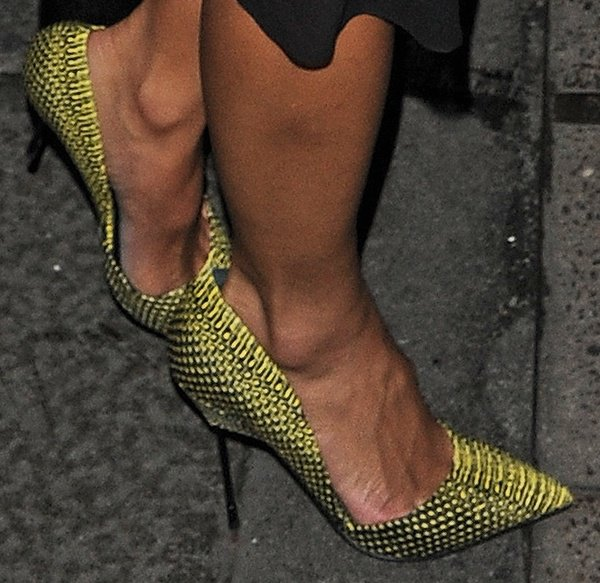 Nicole opted for a pair of striking yellow snake-embossed pumps from Kurt Geiger