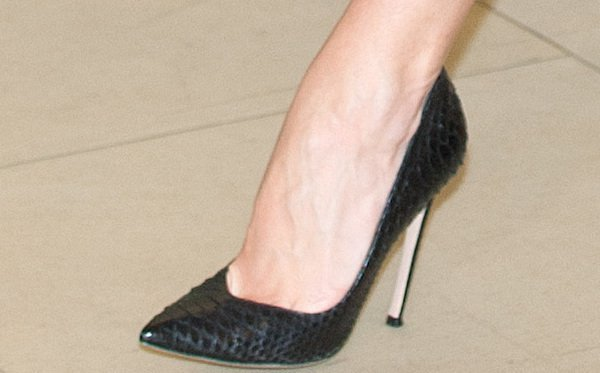 """Rosie Huntington-Whiteley wearing black """"Edgile"""" pumps from Gianvito Rossi"""