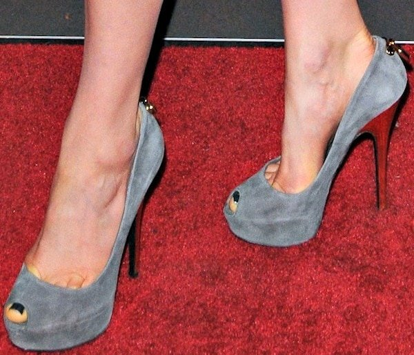 Taylor Schilling shows off her feet in peep-toe pumps in gray suede