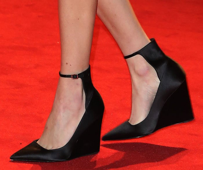 Alexa-Chung-Burberry-wedge-pumps