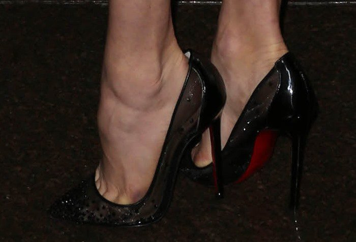 Amy Adams's feet in Christian Louboutin pumps
