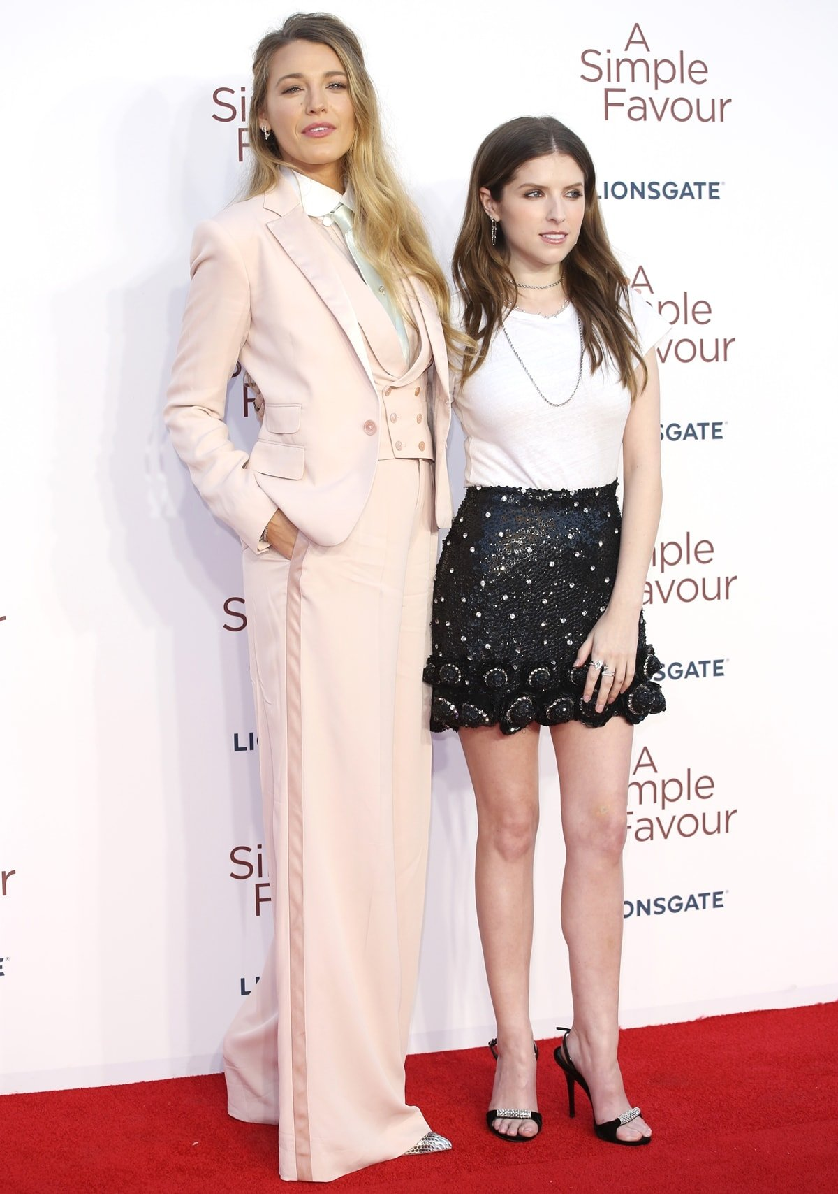 Anna Kendrick (R) and Blake Lively attend the UK premiere of 'A Simple Favour'