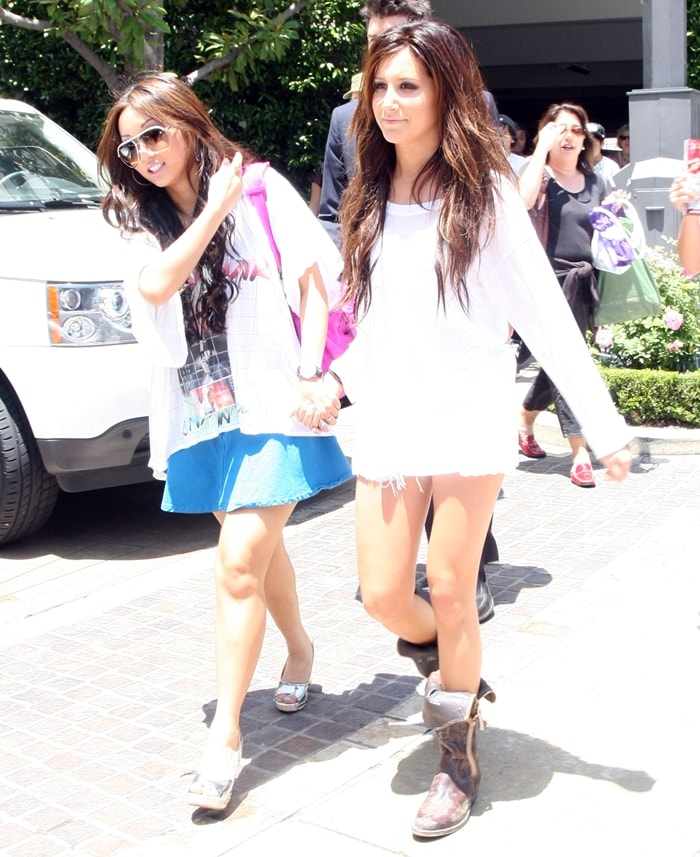 Best friends Ashley Tisdale and Brenda Song