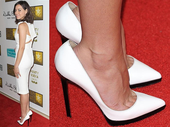 Aubrey Plaza wore white Louboutins that were way too big for her