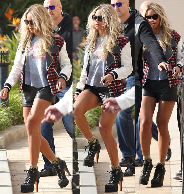 Beyonce completes her outfit with a pair of platform hiking boots