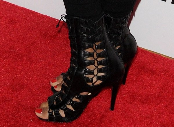 """Janelle Monáe's sexy toes in Christian Louboutin """"Azimut"""" sandal booties"""