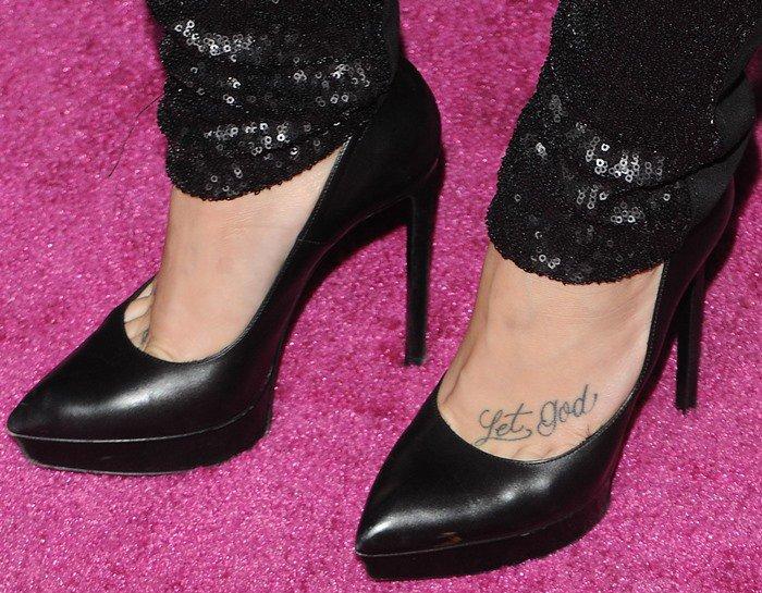 "Demi Lovato's feet in classic black Saint Laurent ""Janis"" pumps"