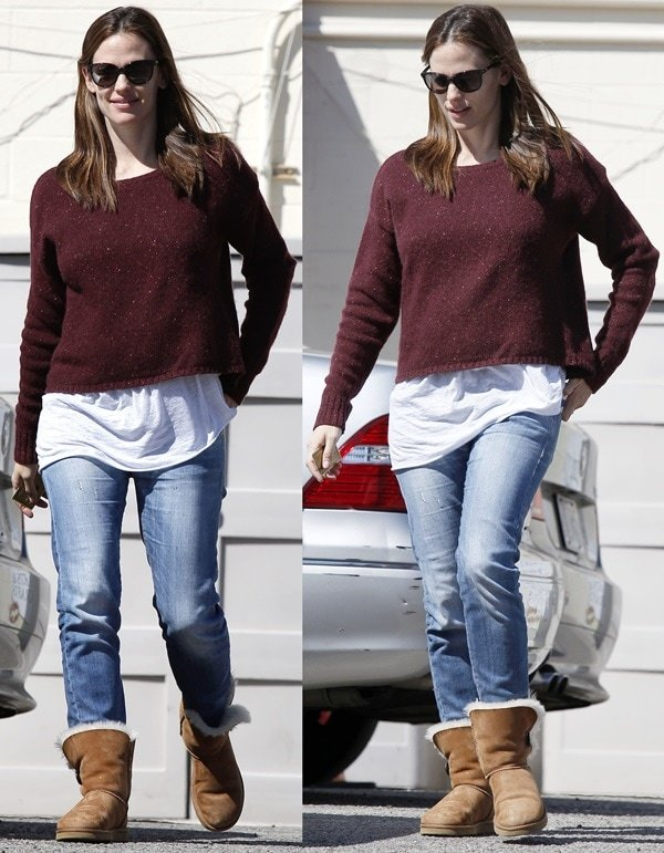 Take a cue from Jennifer Garner and wear them with your favorite pair of ugg boots and a knit jumper