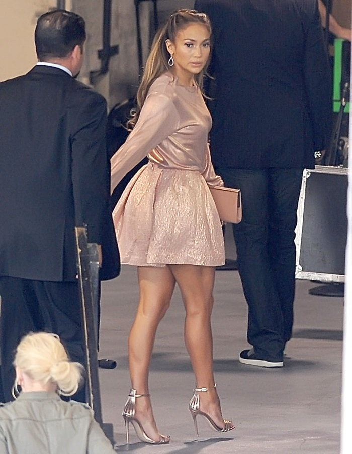 Jennifer Lopez looked super stylish and ultra feminine in her pink ensemble