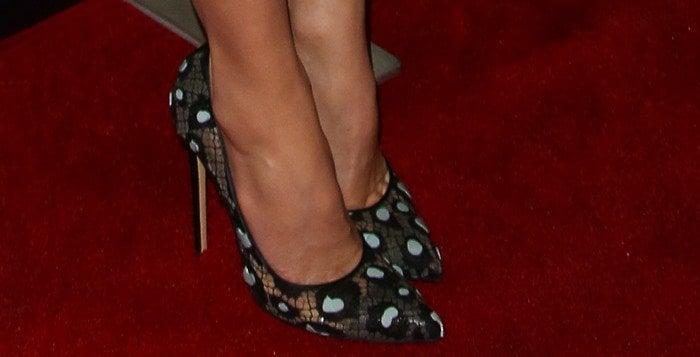 Jessica Biel's feet in Bionda Castana pumps