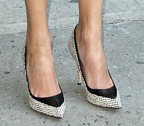 "Julia Roberts wearing Rachel Roy ""Ayce"" pumps"