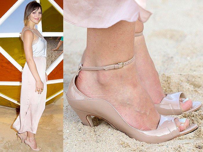 Katherine McPhee heels in sand