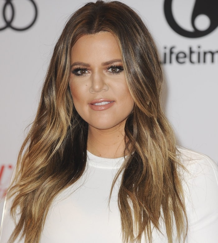 Khloe Kardashian kept her infamous ombréhair in soft long waves at TheHollywood Reporter's Women in Entertainment Breakfast