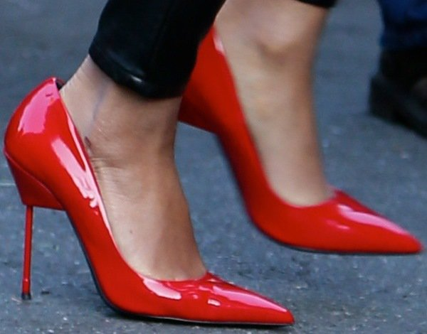 Beyonce showing off her feet in red pointy-toe pumps