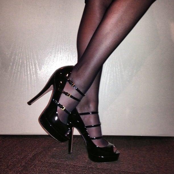 Kylie Minogue in sexy black patent pumps