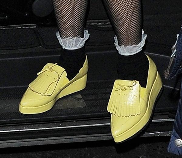 Lady Gaga'sbright yellow loafers