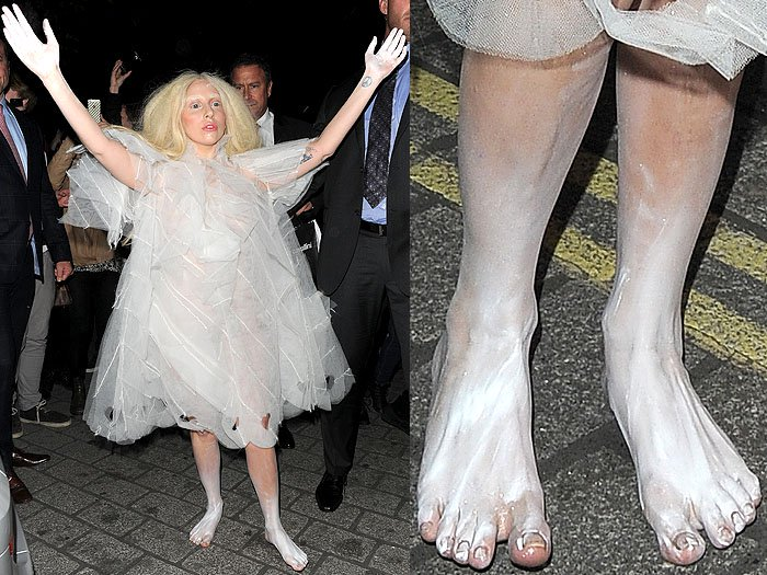 Lady Gaga arriving barefoot at her hotel