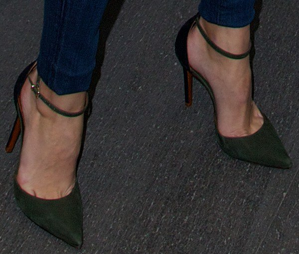Olivia Palermo's feet in olive ankle strap pumps