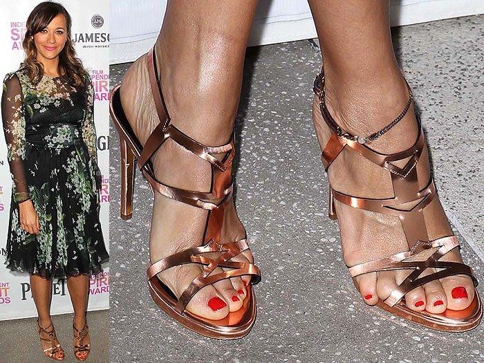 Rashida Jones hanging toe sandals