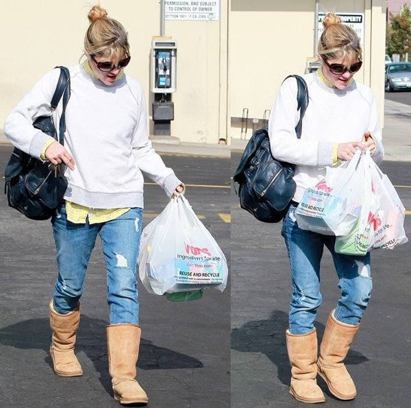 Selma Blair leaving Vons supermarket after buying groceries in Los Angeles on November 20, 2013