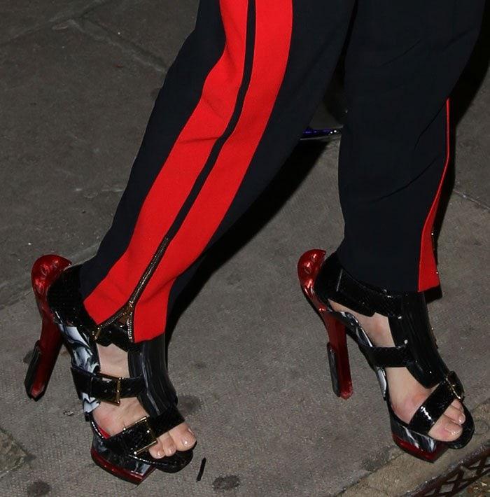 Stella-Tennant-Alexander-McQueen-sandals