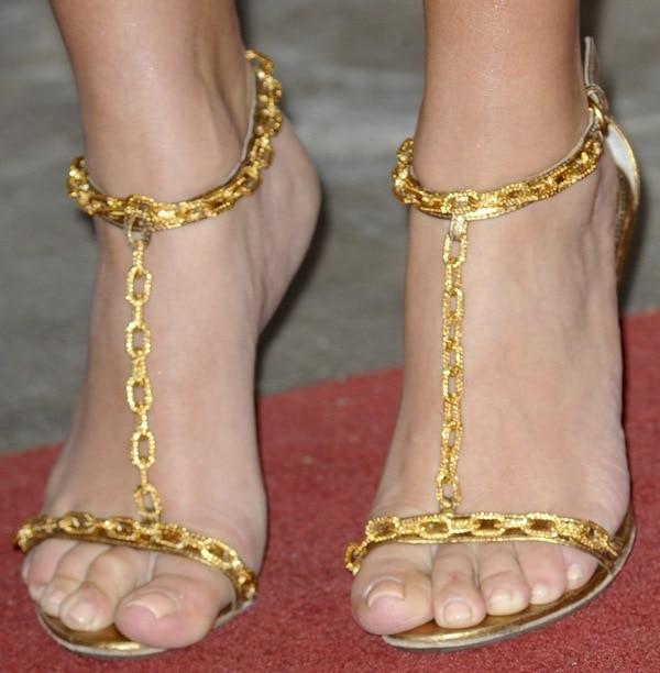 Kim Kardashian showing off her feet in Tom Ford golden chain sandals