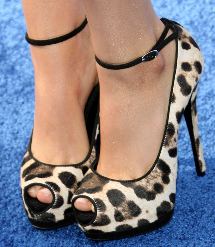 Victoria Justice shows off her feet in peep-toe leopard shoes