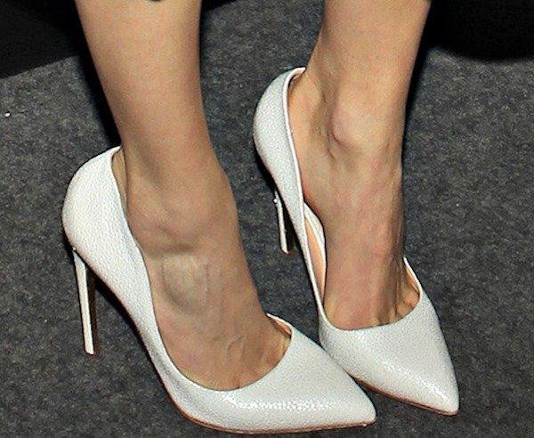Emmy Rossum showed off her pretty feet
