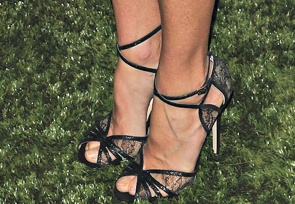 "Julie Bowen in black ""Fitch"" sandals from Jimmy Choo"