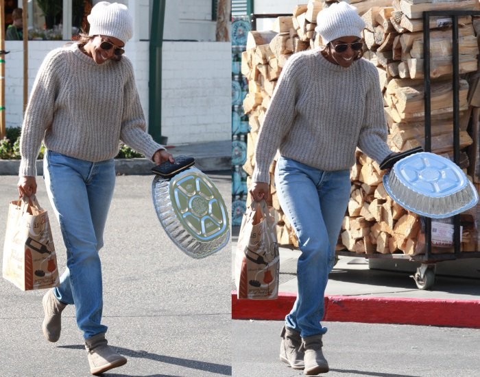 Kelly Rowland wearing Ugg boots with jeans
