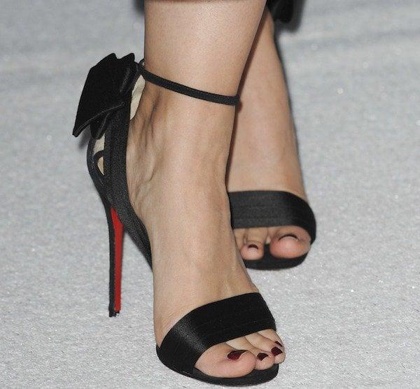 """Kristen Bell in """"Vampanodo"""" pumps from Louboutin"""