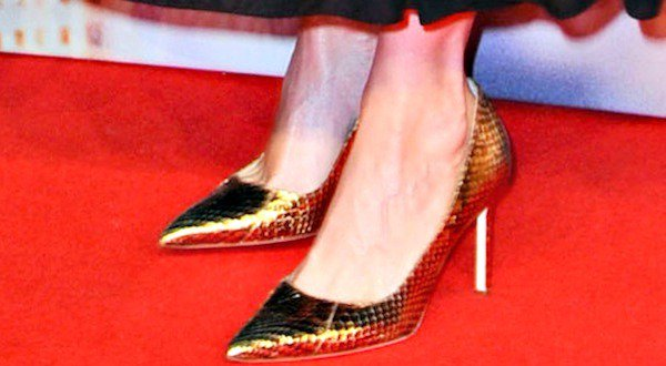 Kristen Wiig shows off her feet in BB pumps in bronze snakeskin from Manolo Blahnik