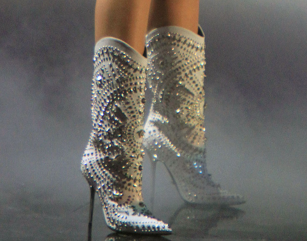 Miley Cyrus' studded white boots
